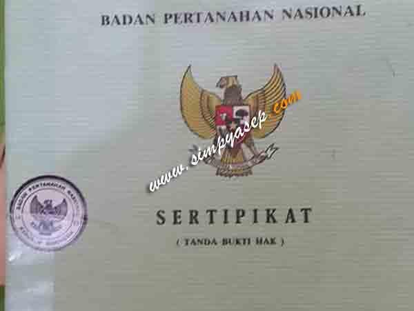 Inilah foto sertifikat tanah kami.  Sudah ada pada kami.  Tinggal balik nama dan proses jual belinya kelak di hadapan Notaris. Jadi resmi donk. Foto Asep Haryono
