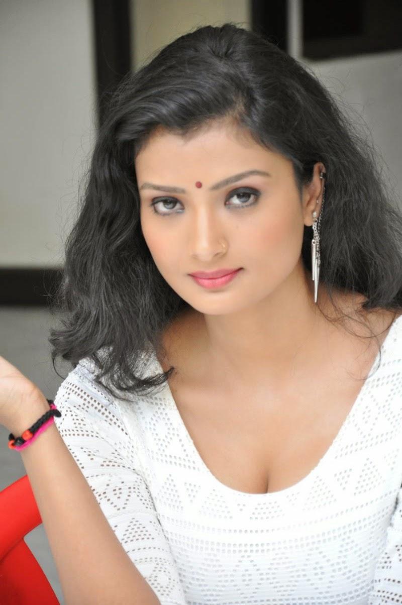 Ishitha Vyas sizzling pics-HQ-Photo-18