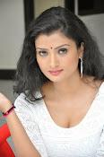 Ishitha Vyas sizzling pics-thumbnail-18