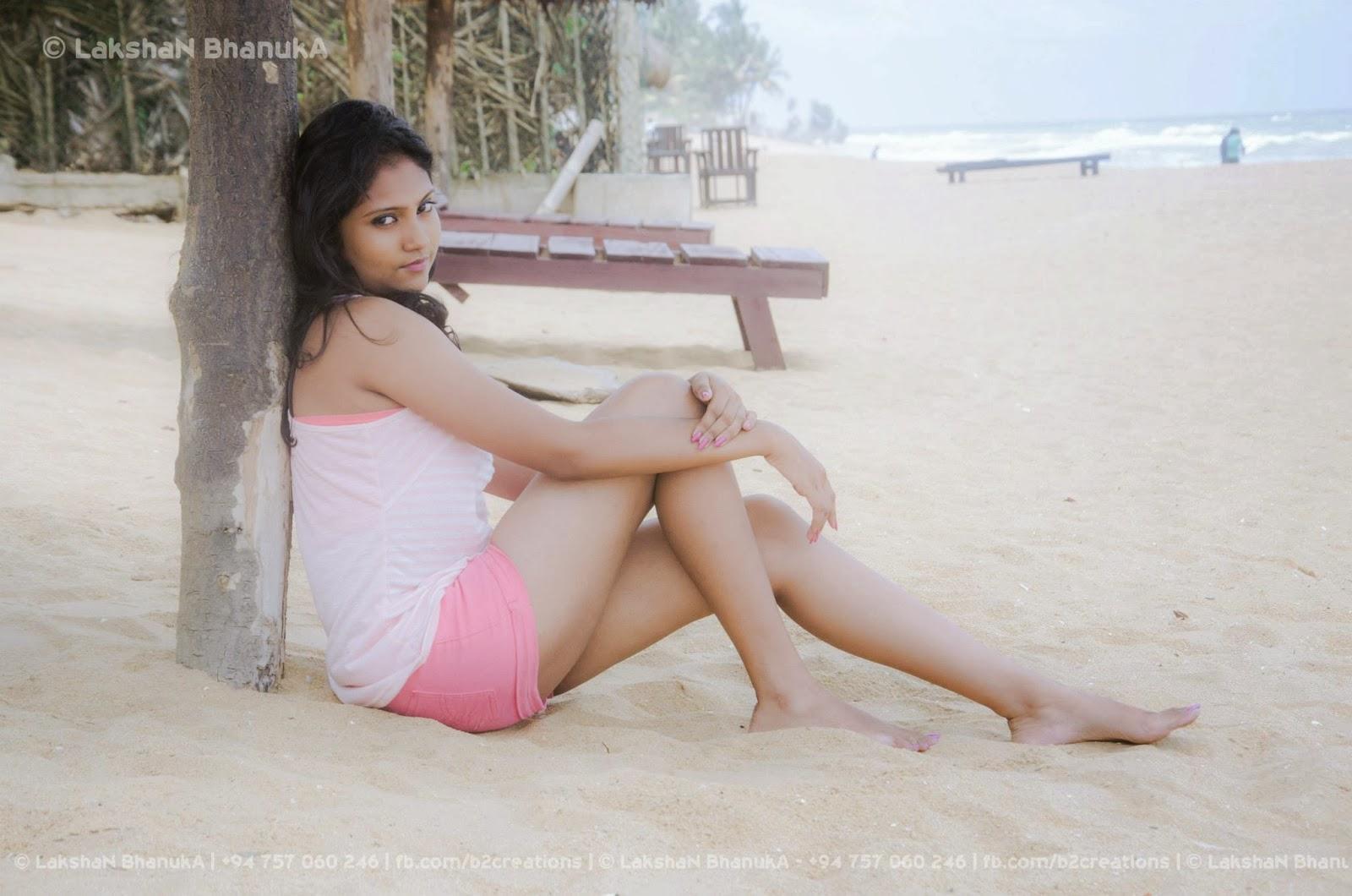 yashizy sexy legs beach