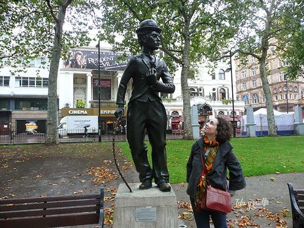 Charlot en su emplazamiento de Leicester Square