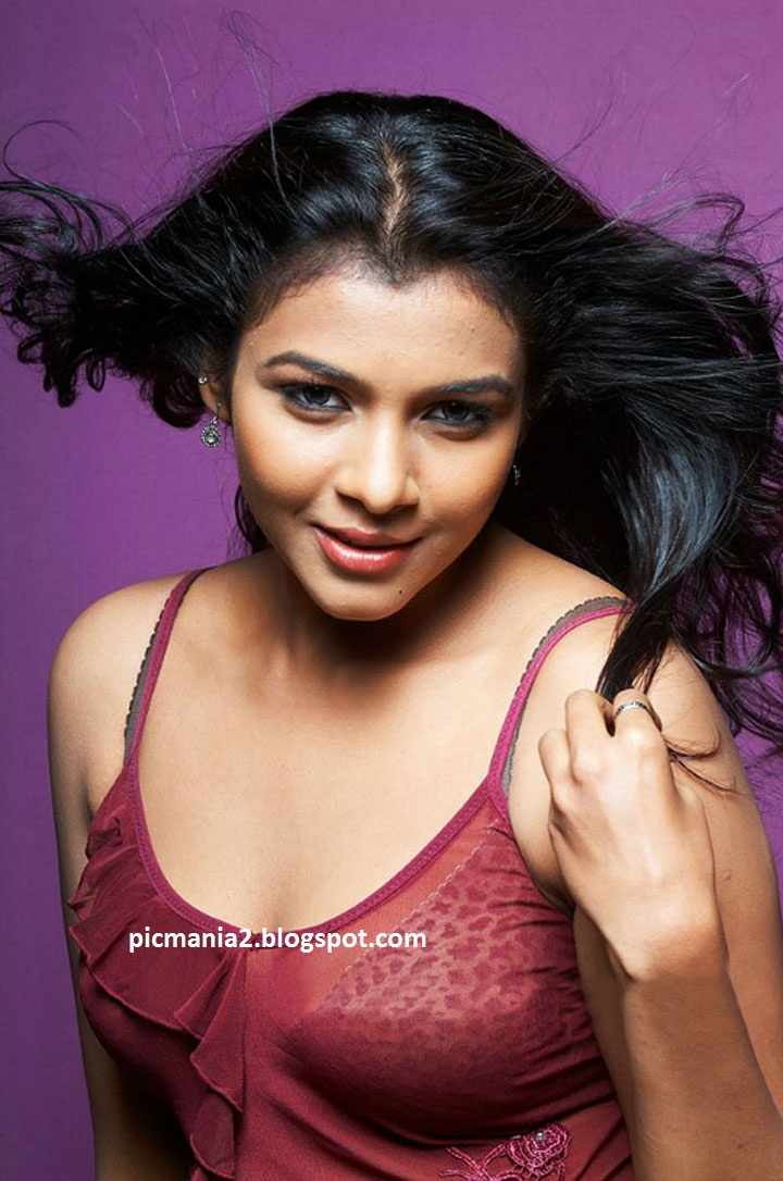 Saranya New Spicy Photoshoot