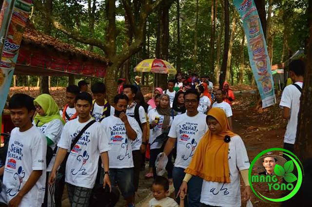 Foto 5 : Jalan Santai Lintas Alam dan Pungut Sampah Plastik oleh Ribuan MASSAL Subang
