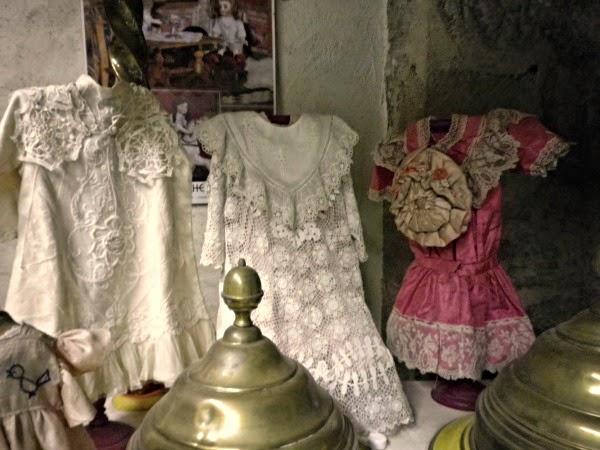 robe ancienne pour poupèe