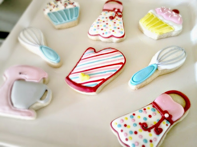 decorated cookies, sugar cookies, baking party favors