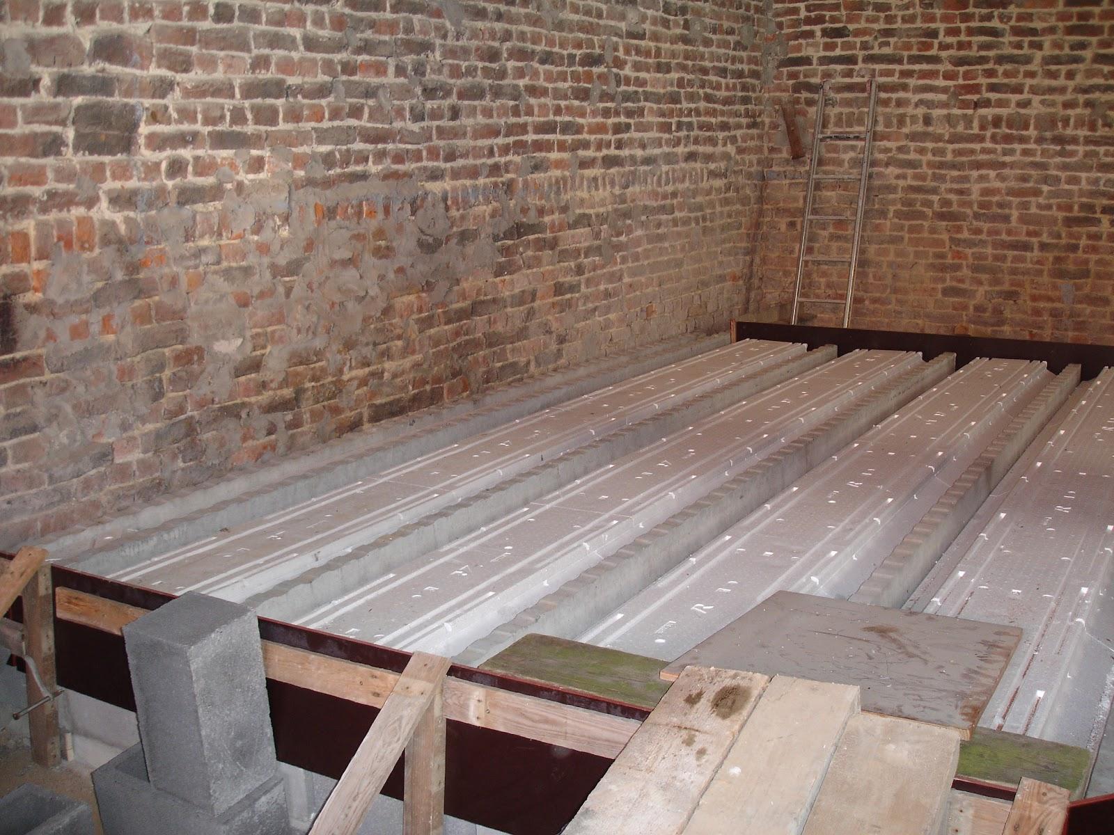 Notre chez nous deuxi me tape les dalles de b ton du - Escalier beton pret a poser ...