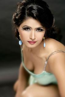 Divya Dwivedi Hot Still Photo