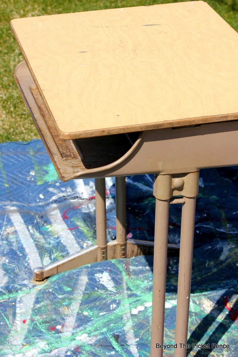 desk, schoolhouse, upcycled, furniture, http://bec4-beyondthepicketfence.blogspot.com/2015/04/project-challenge-furniture-school-desk.html