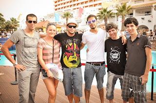 Nuestros ganadores en la piscina de Ushuaïa Ibiza Beach Hotel durante el principio de Swedish House Mafia