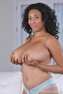 Wild lesbian - rs-2015-11-29_Danni_Lynn_in_Big_Boob_New_Cummer_Solo_16-771363.jpg