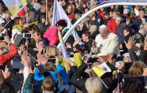 El papa pide estar atentos para detectar rebrotes de ideologías totalitarias