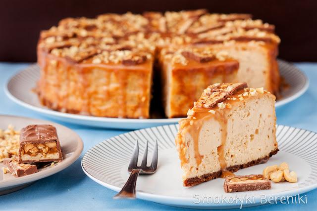Sernik z masłem orzechowym i snickersami