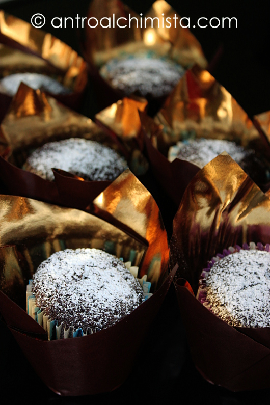 Muffins Fluffosi al Cioccolato e Polvere d'Arancia