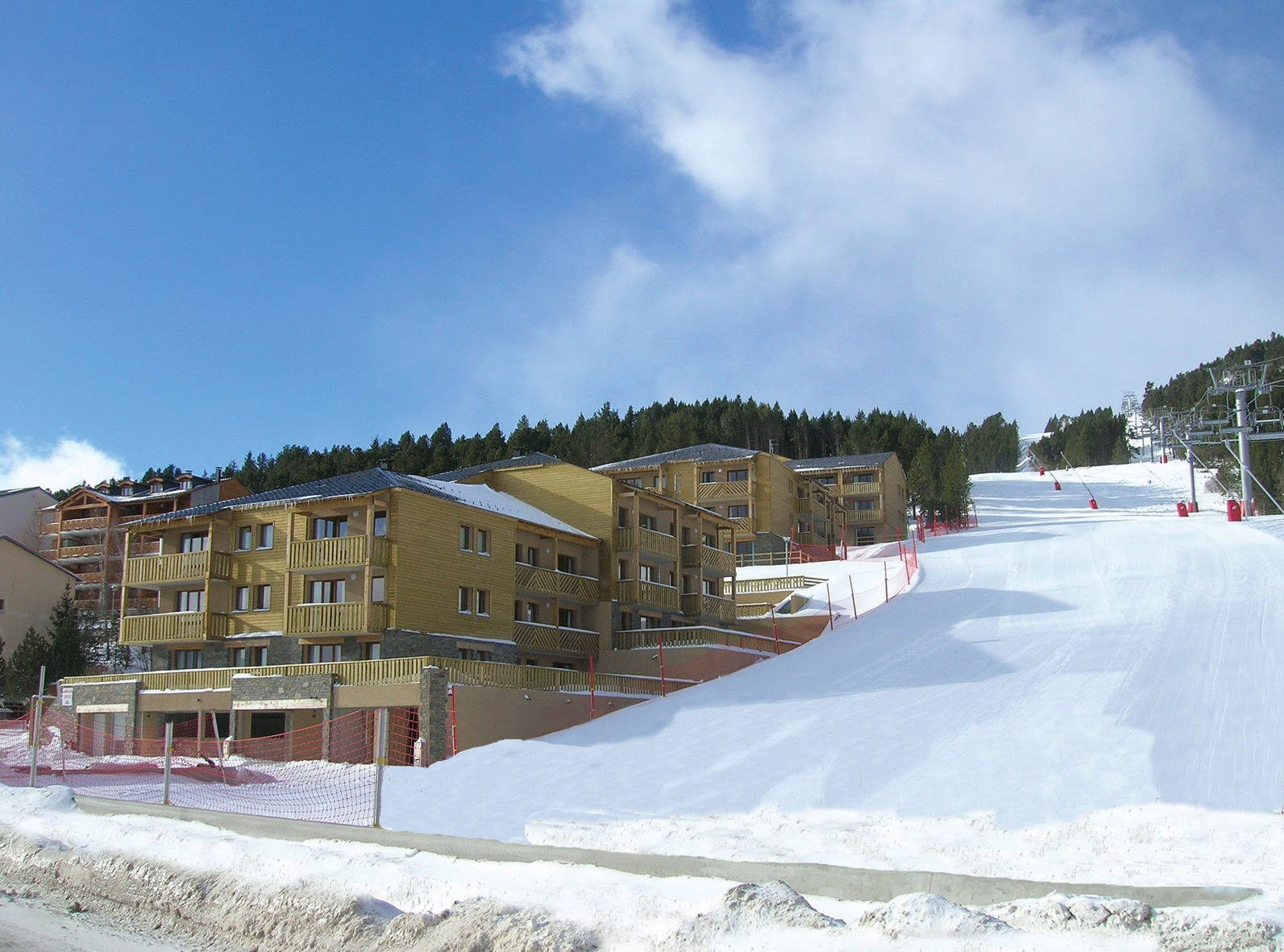 Door-step skiing from Prat de Lis in Les Angles, self catered accommodation French Pyrenees