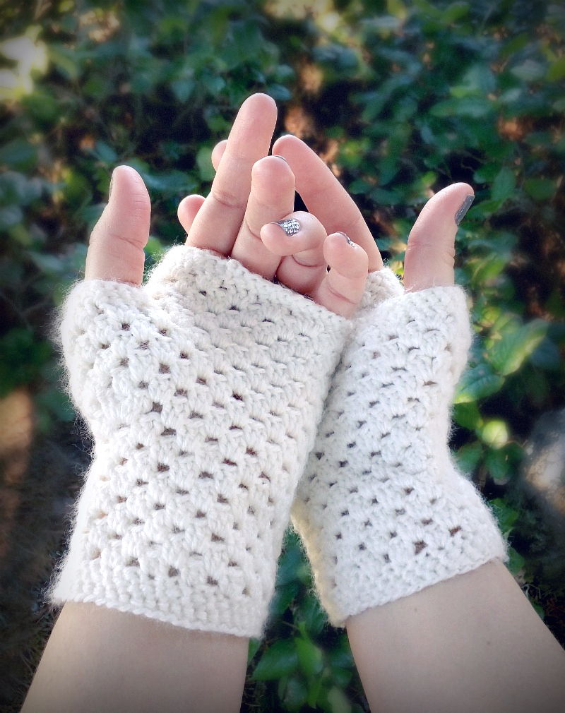 Domestic bliss squared delicate crochet fingerless gloves a free delicate crochet hand warmers a free pattern bankloansurffo Choice Image
