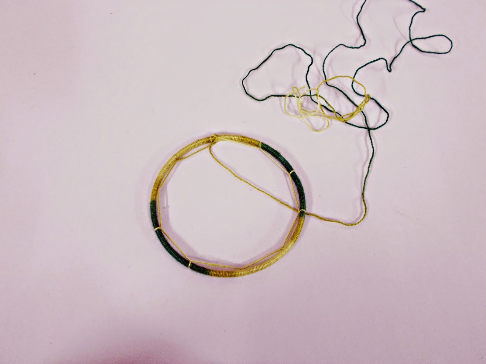DIY-atrapasueños-indio-manualidades-hilo-plumas-adorno-4