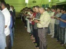 Hukum Membaca Al-Qur'an di Mushaf saat Salat - Lembaga Fatwa Mesir