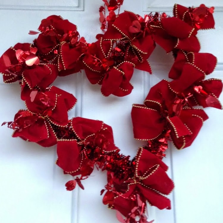 http://xoxograndma.blogspot.com/2015/02/easy-heart-ribbon-wreath-tutorial.html