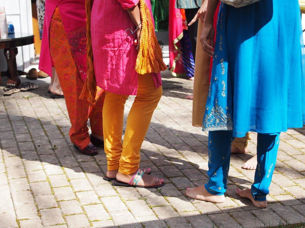 Mehndi Ceremony S Dailymotion : Mehndi ceremony pink stripey socks
