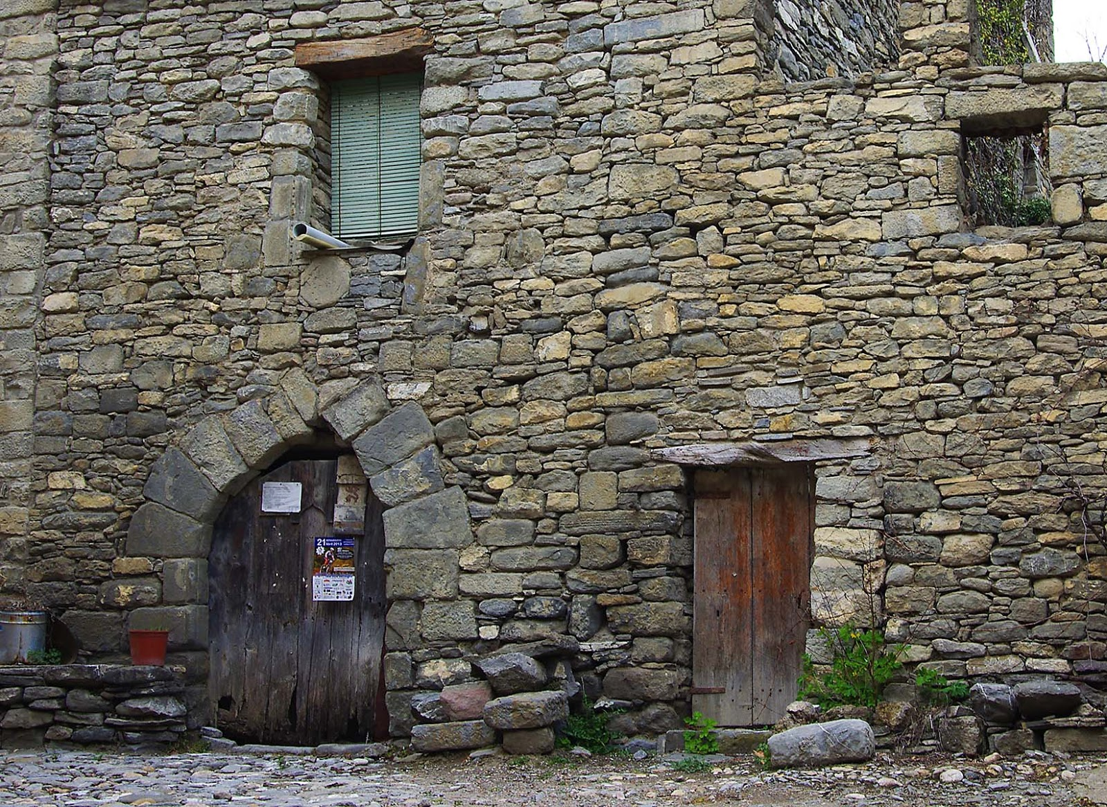 Entusiasco puertas r sticas y arcos de piedra en - Fachadas rusticas de piedra ...