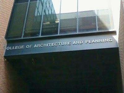 Une université du bricolage ? Non, une école d'architecture.