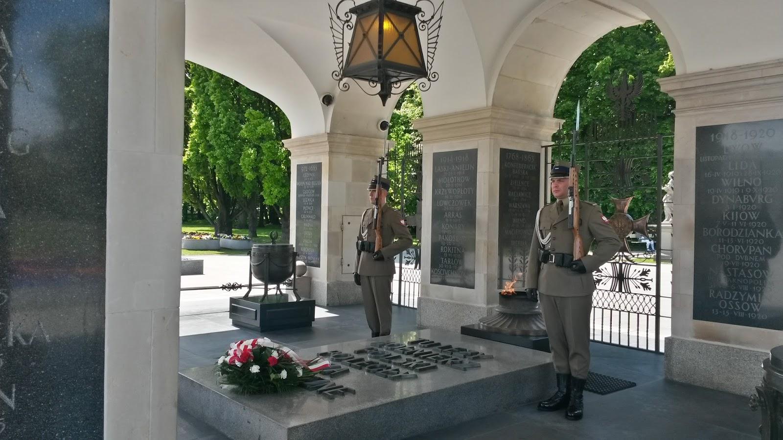 Grób Nieznanego Żołnierza Meçhul Asker Anıtı Tomb of the Unknown Soldier Warsaw