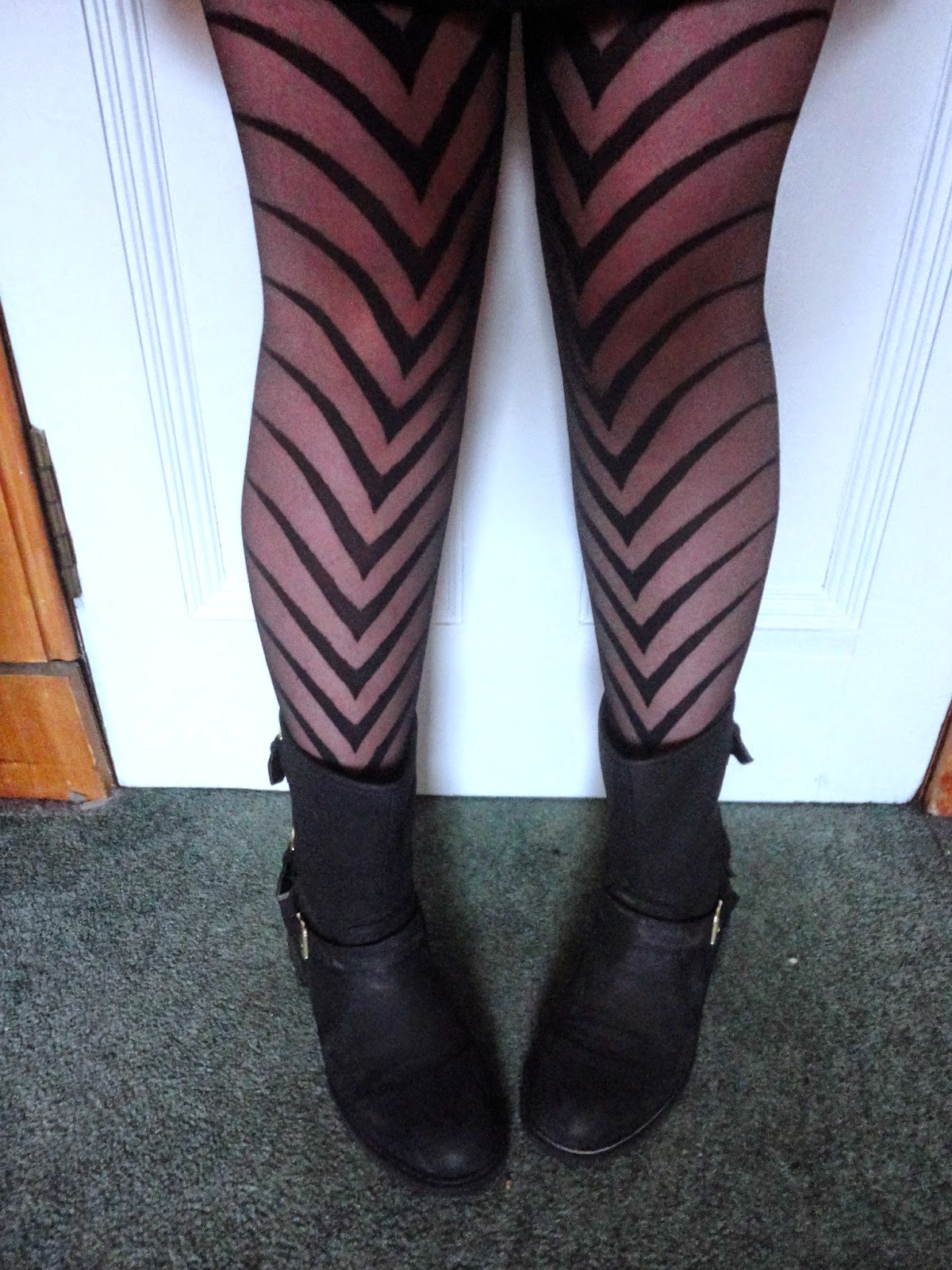 Outfit details | black geometric striped arrow tights, black biker boots
