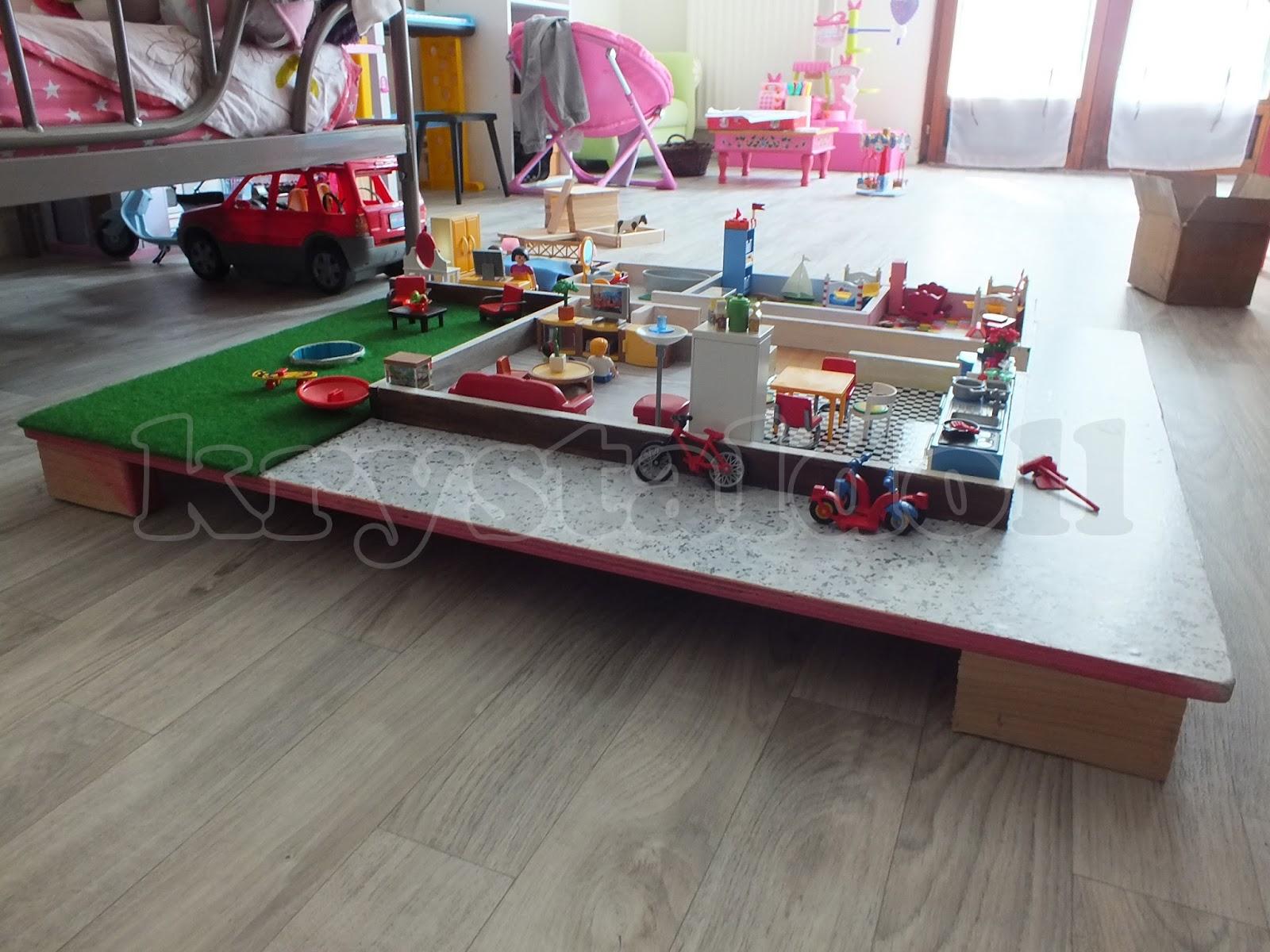 Les poup es de krystal table de jeu maison pour - Table de jeu playmobil ...