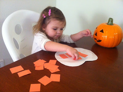 Halloween craft idea for toddlers and kids: construction paper and paper plate jack-o-lantern www.thebrighterwriter.blogspot.com
