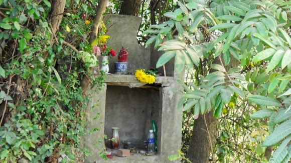 Rợn người với ngôi mộ vô danh ở Hà Nội