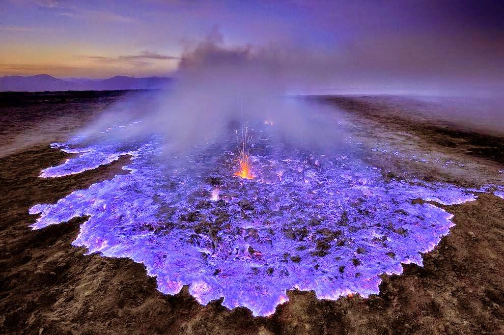 ● Kawah Ijen es un volcán de lava azul ▼