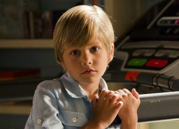 el pequeño Harrison Morgan El-hijo-asesino-en-Dexter-Critica-8x10-5_0