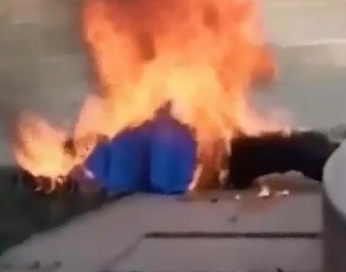 Mujer en Bulgaria se Prende Fuego