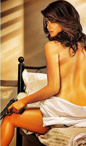 Surveen Chawla hot backless images, Surveen Chawla sexy backless photos, Surveen Chawla sexy back Wallpaper, Surveen Chawla hot back wallpaper free