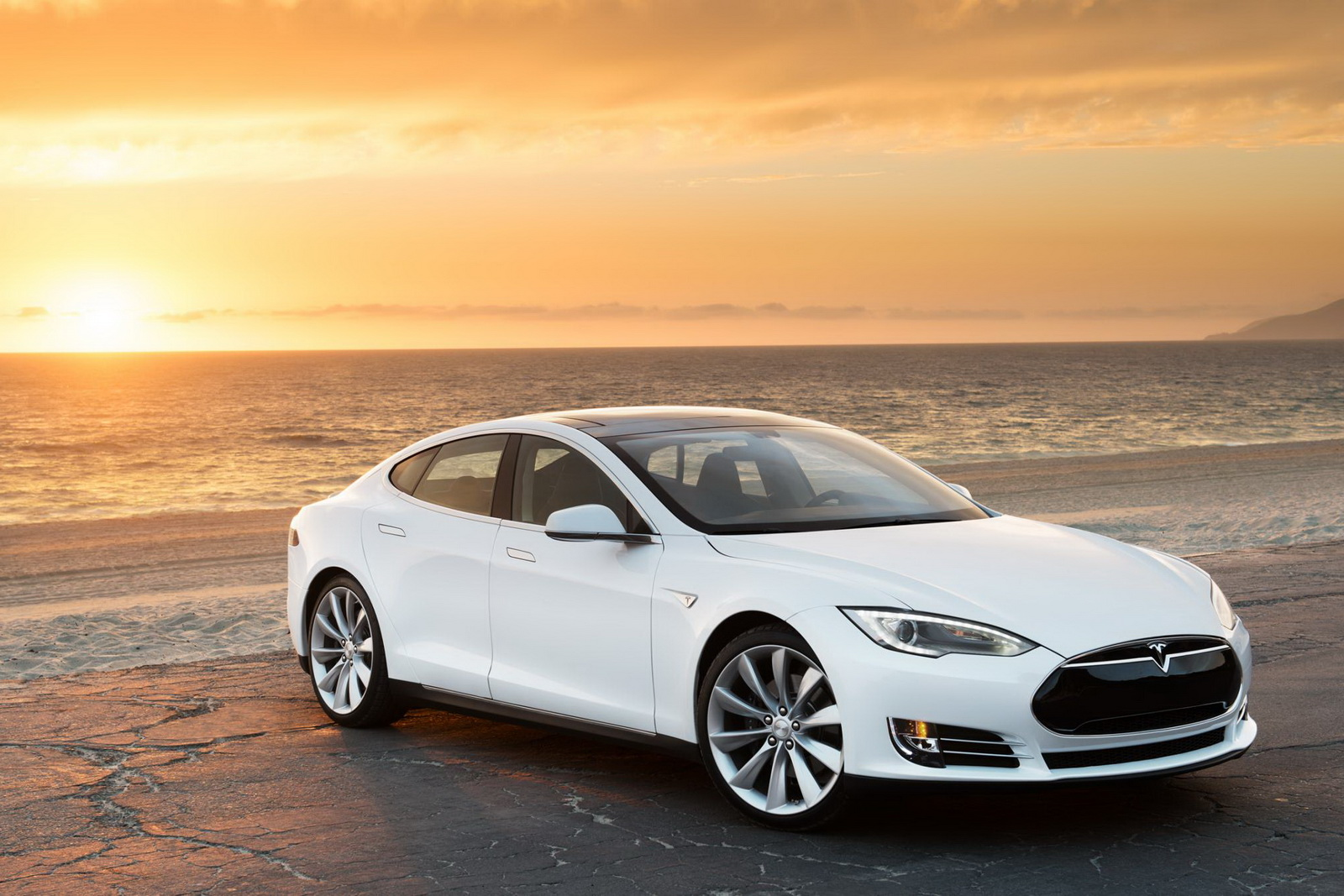 first tesla model s p85d owner spotted says it s racecar