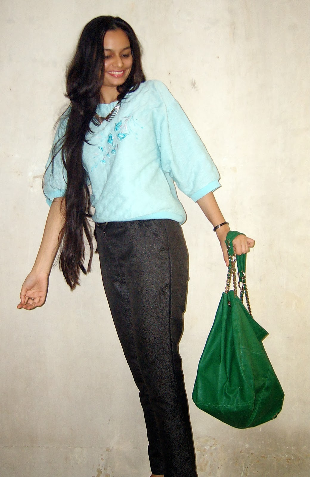 indian rains in january, mumbai rains in january, monsoon friendly outfit ideas, mumbai street style, statement jewelry, blue jumper, vintage clothes