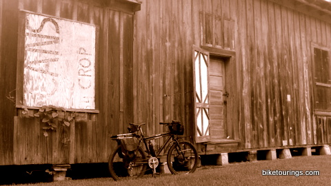 Picture of old barn and mountain bike for touring and commuting