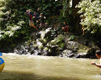 at the stop point we can buy some drink and jump to the Ayung river