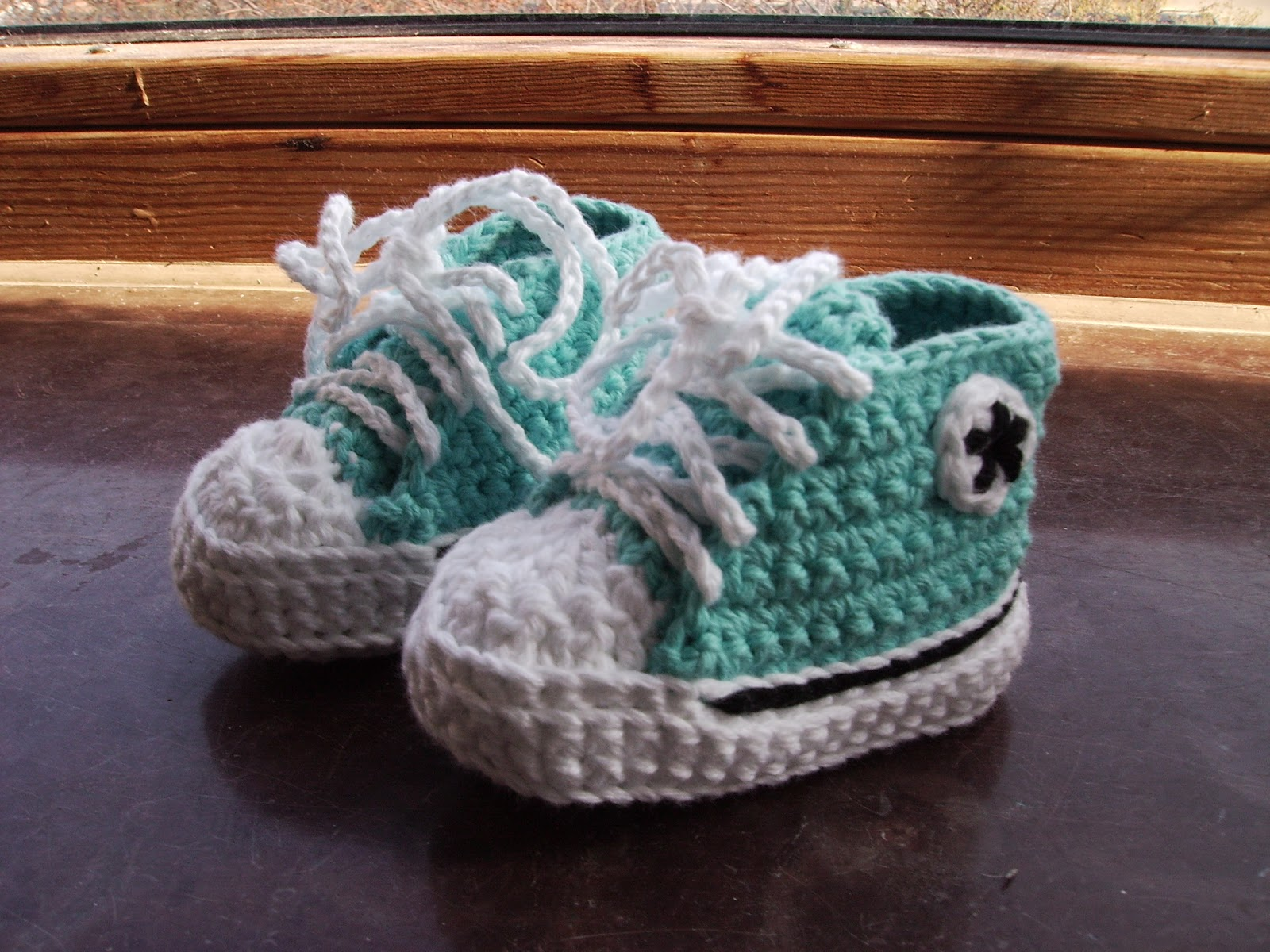 Anjas h?klerier: Baby converse shoes