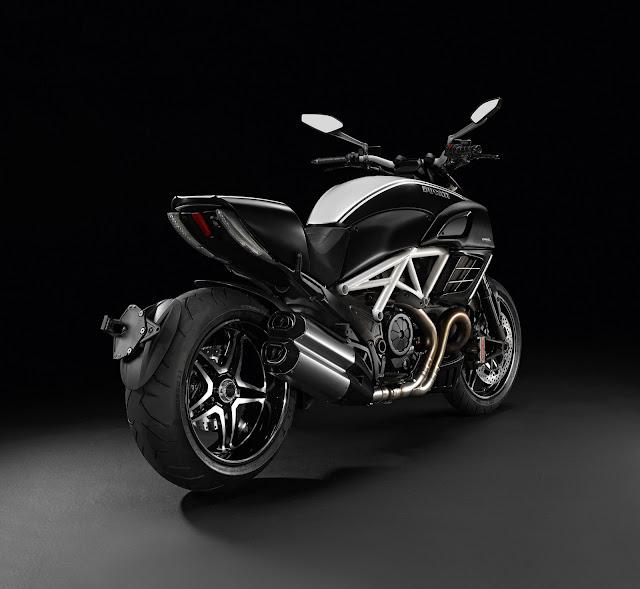 Ducati Diavel AMG-2012_a.jpg