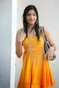 actress pragathi hot photos in yellow-thumbnail-5