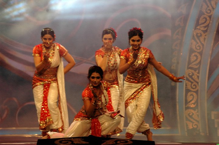 My Mobile Blog: Neha Pendse, Girija Oak, Urmila Kanetkar & Mrunmai ...