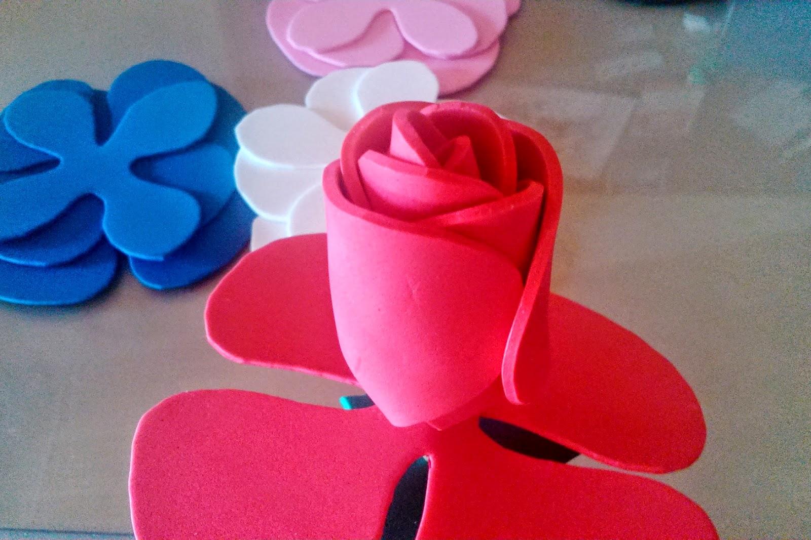I d e a diy realiza flores con l minas goma eva - Flore de goma eva ...