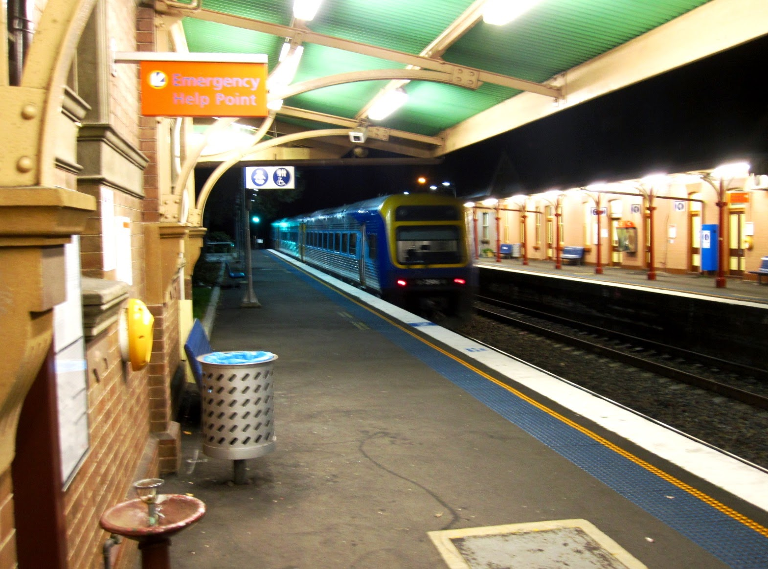 A train leaving Bowral station.