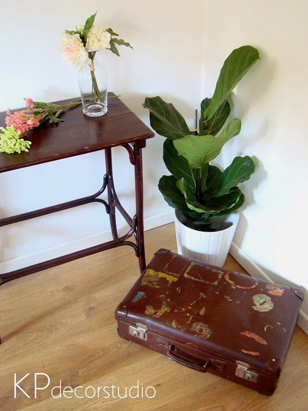 Maletas antiguas valencia. Comprar maleta vintage con pegatinas