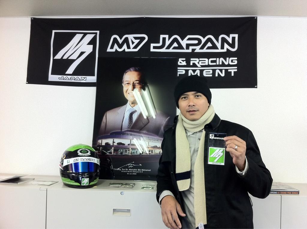 Gambar Aaron Aziz Bercuti Di Tokyo Bersama Istri