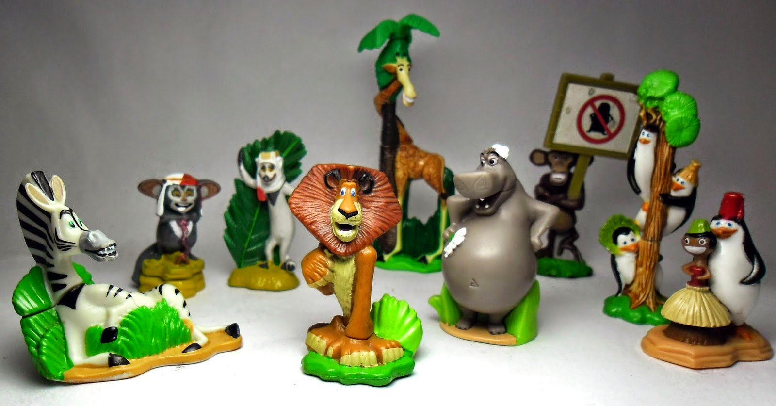 http://juguetesdelcoleccionista.blogspot.com.ar/2014/05/madagascar-2-escape-to-africa-kinder.html