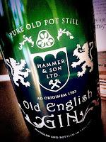 ginebra Old English Gin cóctel La Cassette Vitoria Gasteiz coctelería salir casco viejo Judería