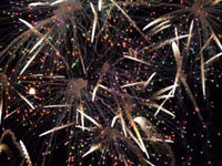 激しく飛び交う花火 | 花火のイラストや写真のフリー素材色々。無料で商用可