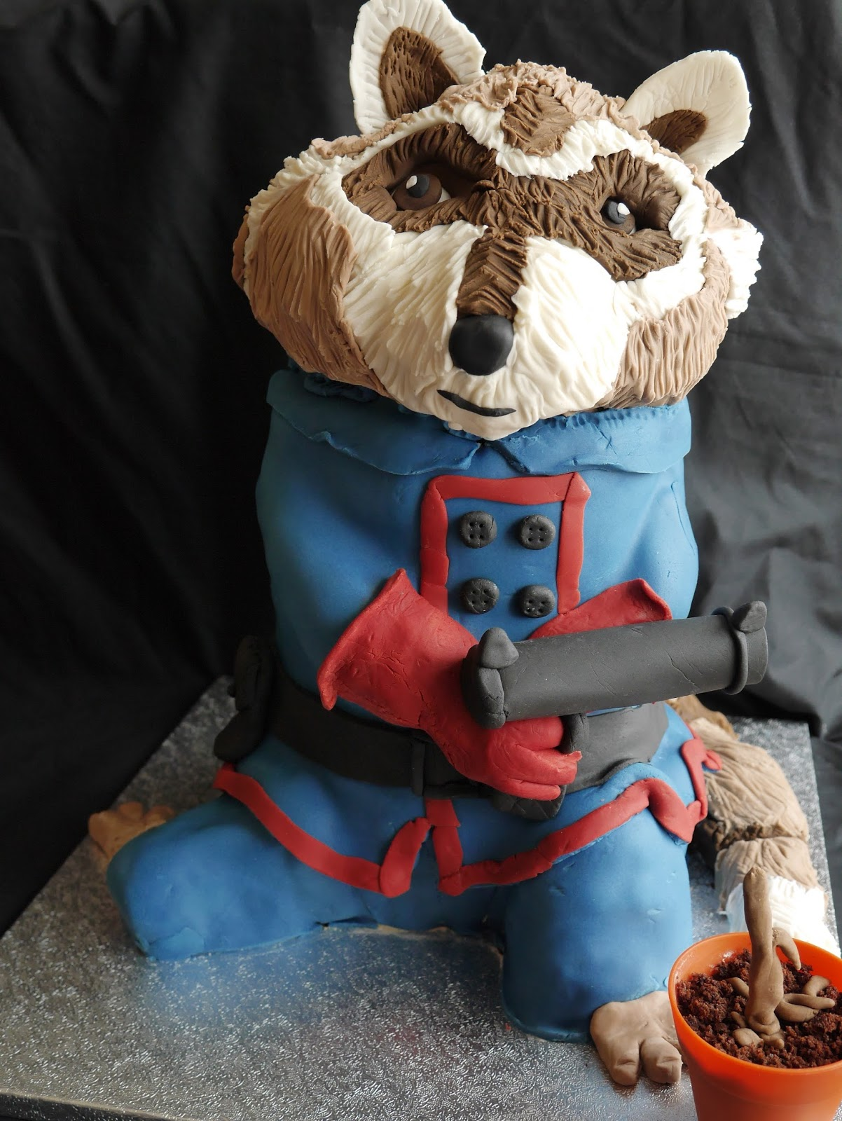 Rocket Raccoon cake